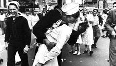 Morre enfermeira do beijo que simbolizou fim da Guerra | Universo Retrô