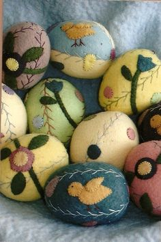 Primitive Wool Applique | Primitive Folk Art Wool Applique Pin Cushion Pattern: A BASKET of EGGS ...