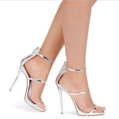 2016 Mulheres Sexy de Salto Alto Bombas de Casamento Sapatos de Mulheres Metálico Com Tiras de Verão Sandálias Plataforma Gladiador Bombas Nudez Prata Deus