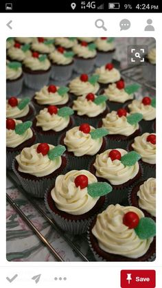 Quick and easy decorations for a children's Christmas party. Kids love stuff to pick off cupcakes! Christmas Cupcakes Decoration, Christmas Tree Cupcakes, Christmas Deserts, Holiday Cupcakes, Christmas Party Food, Xmas Food, Christmas Cooking, Christmas Goodies, Holiday Treats