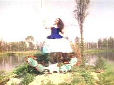 Corazón sangrante   Music video clip by Ximena Cuevas, featuring the extraordinary performer Astrid Hadad.