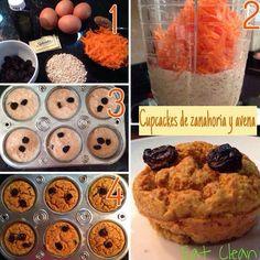 CUPCAKES DE AVENA Y ZANAHORIA  Una de nuestras recetas favoritas, bajas en calorías, alta en proteína y carbohidratos saludables, ideales para la hora del te !!! MUY FÁCIL DE HACER  ingredientes:  1 huevo 3 claras  1/2 taza de avena  1 taza de zanahoria rallada 1 cda de canela 2 sobres de splenda o sucaryl 1 chorrito de esencia de vainilla 1 chorro de agua - Licúa todos los ingredientes y cuando la mezcla esté homogénea, coloca la zanahoria pero que no se disuelva mucho. - coloca ...