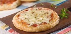 La Salteña - Pizza de Quesos Calzone, Argentine Recipes, Pasta, Baked Potato, Camembert Cheese, Dairy, Potatoes, Baking, Ethnic Recipes