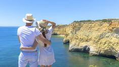 Lua de mel no Algarve Algarve, Panama Hat, Romantic Beach, Romantic Places, First Night Romance, Sidewalk, Lisbon, Tips