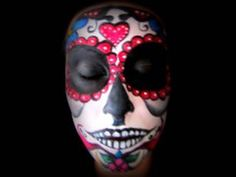 Day of the Dead makeup tutorial. In it, you will learn exactly how to apply makeup to your face so you like like the Sugar Skulls, a Mexican tradition. Fete Halloween, Halloween Cosplay, Holidays Halloween, Halloween Make Up, Halloween Nails, Halloween Crafts, Halloween Decorations, Halloween Tricks, Halloween Ideas
