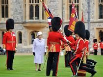 Her Majesty The Queen presented new Colours to the Battalion and Number 7 Company of the Coldstream Guards at Windsor Castle this morning. Queens Guard, English Gentleman, British Armed Forces, Royal Guard, King And Country, Her Majesty The Queen, English Men, British Army, Queen Elizabeth Ii