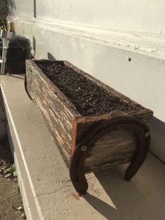 Planter box with horse shoes #HorseShoeCrafts #Horseshoearts&crafts