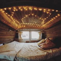 Back of a van turned into snug sleeping spot : CozyPlaces