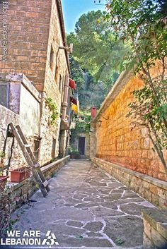The traditional streets of Deir-El-Kamar شوارع دير القمر العتيقة Photo by Photobe #WeAreLebanon #Lebanese #Lebanon