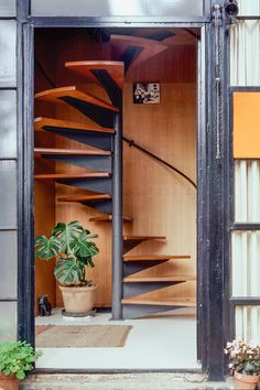 Charles And Ray Eames Made Life Better By Design; Their Home Was No Exception – Home Office Design Corner Charles Eames, Spiral Staircase, Staircase Design, Home Office Design, House Design, Built In Sofa, Casa Loft, Tiny House On Wheels, Old Houses