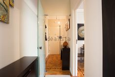 Imagem Corredor de apartamento t2 em Penha de França Entryway, Furniture, Home Decor, Hall Runner, Home, Entrance, Decoration Home, Room Decor, Mudroom