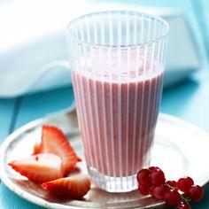 Prøv en frisk og kremete smoothie med jordbær, rips og lime som du lager på kun få minutter når du må ha noe godt!
