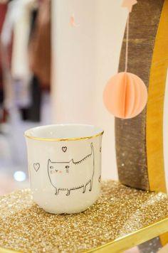 a cup of tea ? jolie tasse SOBI GRAPHIE pour le CATSHOP Des Petits Hauts