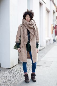 Those look like hiking boots (Vasque maybe?). Looks chic with the big coat, luxe scarf and skinnies. #traveloutfit