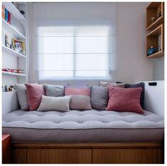 7dae9a938c Foto por Nathalie Artaxo  futon  futonsharp  futoncompany  futoncompanybr   studiotangram  tangramarquitetura  almofadas  almofada  composicao  cama   sofa ...