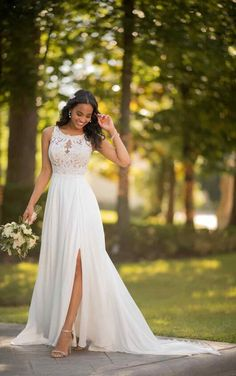 Casual wedding dress with slit - Stella York Wedding Dresse .- Lässiges Brautkleid mit Schlitz – Stella York Wedding Dresses Casual wedding dress with a slit – Stella York Wedding Dresses - Slit Wedding Dress, Gorgeous Wedding Dress, Wedding Dresses Plus Size, Fall Wedding Dresses, Plus Size Wedding, Wedding Dress Casual, Pear Shaped Wedding Dress, Wedding Dresses Stella York, White Sundress Wedding