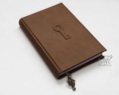 Скрапотерапия: Ежедневник в кожаной одежке