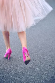 Pretty in pink. Pink tulle and pink pumps. Inspiring our pink gem creations Pink Love, Pretty In Pink, Hot Pink, Pale Pink, Pink Color, Looks Party, Tout Rose, Look Fashion, Womens Fashion