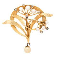 Broche-colgante floral modernista, hacia 1900 En oro cincelado de 14K, diamantes talla rosa, 0,05 cts y perlas cultivadas de 2 a 3 mm diám.