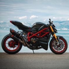 Mr. Streetfighter Via: @cyclelaw #ducatistagram #ducati #streetfighter #1098s Moto Ducati, Ducati Motorcycles, Ducati Scrambler, Motorcycle License, Motorcycle Bike, Ducati Streetfighter S, Side Car, Riders On The Storm, Cafe Racer Bikes