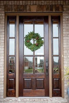 I'm in love with this front door (not the wreath)