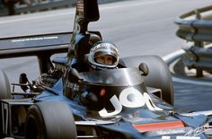 1975. Jean Pierre Jarier_17. UOP Shadow DN5 Ford Cosworth DFV 3.0 V8