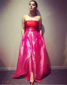 Sonalee Kulkarni Sonalee Kulkarni, Strapless Dress Formal, Formal Dresses, Tamil Actress, Indian Beauty, Trendy Outfits, Bollywood, Beautiful Women, Actresses