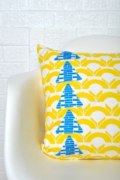 Modern Geometric Pillows | Sew Mama Sew | Outstanding sewing, quilting, and needlework tutorials since 2005.
