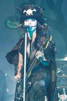 Hyde (VAMPS / L'arc~en~ceil); Halloween Junky Orchestra
