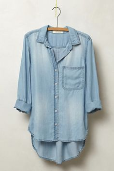 Chambray tops are so easy, comfortable, and chic! Just pair with white/blue denim skinny jeans and a bold accessory Wardrobe Basics, Capsule Wardrobe, Fall Wardrobe, Looks Jeans, Estilo Jeans, Look Fashion, Womens Fashion, Fashion Models, Mode Jeans