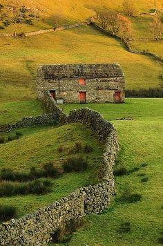 Swaledale Barns, Yorkshire, UK