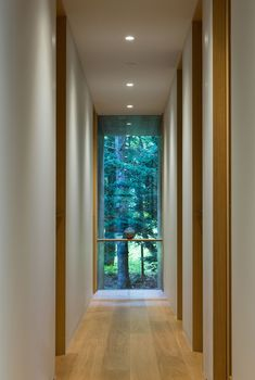 Gallery of Yokouchi Residence / Kidosaki Architects Studio - 6 - Yokouchi Residence,© Photography – Junji Kojima - Karuizawa, Cabin Design, Modern House Design, Beautiful Architecture, Architecture Design, Long House, Garden Studio, Living Room Windows, Parking Design