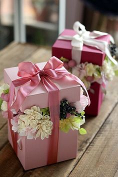 23 Clever DIY Christmas Decoration Ideas By Crafty Panda Beautiful Flower Arrangements, Floral Arrangements, Beautiful Flowers, Flower Box Gift, Flower Boxes, Box Roses, Creative Gift Wrapping, Chocolate Bouquet, Deco Floral