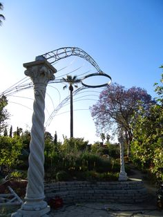 Arlington trellis in Pasadena - by Ray Cirino