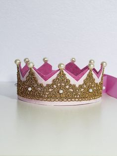 Pink and pale pink felts, gold lace, off-white pearls, elastic trim Princess Birthday, Princess Party, Girl Birthday, Birthday Parties, Birthday Hats, Birthday Crowns, Lace Crowns, Tiaras And Crowns, Felt Crafts