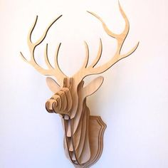trophée mural en forme de tête de cerf en bois