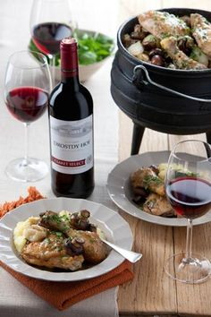 Chicken and mushroom potjie, served with Drostdy-Hof Claret Braai Recipes, Cooking Recipes, South African Braai, South African Recipes, Ethnic Recipes, Curry Stew, Side Dishes, The Selection, Stuffed Mushrooms