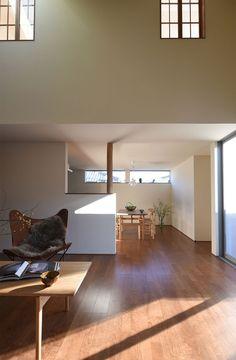 #リビングから望むダイニング。吹抜けの小窓が印象的です。 #petitemaison  #casestudyhouse #nasuclub #bespoke #handcrafted  #modern #living #dining #wooddesign #light #日立 #小さな家 #オーダーメイド #光 #住宅 #リビング #ダイニング #吹抜け #新築