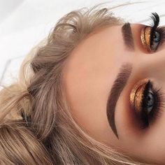 44 Awesome Golden Smokey Eye Makeup with a bang of gold. # gilded 44 Awesome Golden Smokey Eye Makeup with a bang of gold. 44 Awesome Golden Smokey Eye Makeup with a bang of gold. # gilded 44 Awesome Golden Smokey Eye Makeup with … Glam Makeup, Skin Makeup, Makeup Tips, Makeup Ideas, Makeup Hacks, Makeup Brushes, Makeup Eyeshadow, Glitter Makeup, Drugstore Makeup