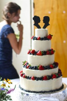 Berry berry wedding cake