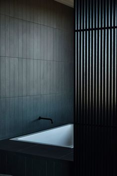The Steeply Sloping Block Of The Land Has Breath Taking Views Of The Western Port And Is Subject To Strong Ocean Winds. - The Local Project Bathroom Interior, Modern Bathroom, Interior Livingroom, Bathroom Inspiration, Interior Inspiration, Br House, Timber Panelling, Interior Architecture, Interior Design