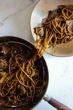 My dad's simple fried soy sauce noodles with beef and onion recipe that can be made in 15 minutes that's super flavourful!