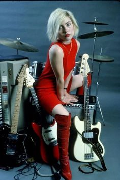 Debbie Harry in a red sheath dress and matching patent leather over the knee boots. She poses in the photo studio with musical instruments i. Blondie Debbie Harry, Debbie Harry Style, Jeane Manson, Look Disco, Leather Over The Knee Boots, Women Of Rock, Women In Music, Moda Emo, Models