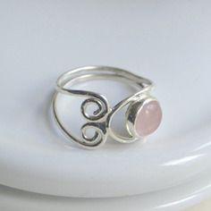 Bague en argent massif et pierre fine de quartz rose, ref 139  http://www.alittlemarket.com/boutique/mistyday