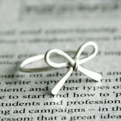 Dainty bow ring