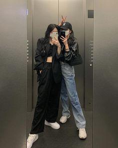 Korean Girl Fashion, Ulzzang Fashion, Korean Street Fashion, Kpop Fashion Outfits, Korean Outfits, Aesthetic Fashion, Look Fashion, Aesthetic Clothes, Estilo Tomboy