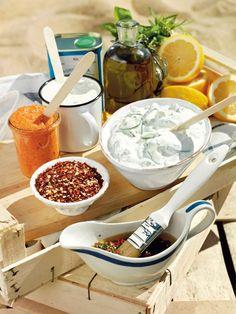 goda kalla såser till grillat, fetaostsås, yoghurtdressing, Chimichurri, romescosås