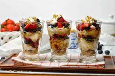 Greek Yogurt Dessert, Fruit And Yogurt Parfait, Vanilla Greek Yogurt, Plain Greek Yogurt, Coffee Milkshake, Berry Trifle, Parfait Recipes, Cereal Recipes, Mixed Berries