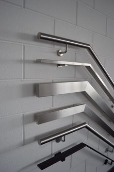 Trapleuningen en balustrades - BD RVS Designs Steel Railing Design, Staircase Railing Design, Modern Stair Railing, Staircase Handrail, Interior Staircase, Interior Railings, Glass Stairs Design, Home Stairs Design, Door Design Interior