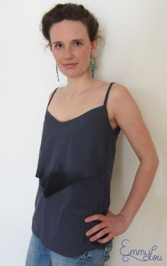 """""""Es ist in allen Lebensbereichen wichtig nach Herkunft, Herstellung und verwendeten Rohstoffen zu fragen. Der bewusste Umgang mit unserer Umwelt, unseren Mitmenschen und dem eigenen Körper sind mir sehr wichtig und das möchte ich auch mit meiner Arbeit weitergeben.""""  EmmyLou Top Dreieck Design/Verarbeitung/Foto: Janina Sperling www.dawanda.com/shop/emmylou   Verwendete Stoffe: Batist schiefergrau Artikel-Nr.: 1SBB3 www.siebenblau.de"""